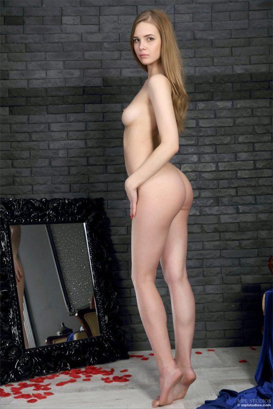 Carolina Nude In Mademoiselle Bleu MPLStudios Model Pictures
